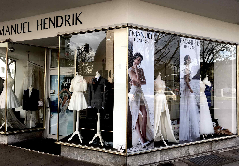 Das ist unser Atelier für Brautmoden, Brautkleider und Anzüge in Düsseldorf. Hier designen wir Kleider und Anzüge für die Hochzeit und produzieren maßgeschneidert.