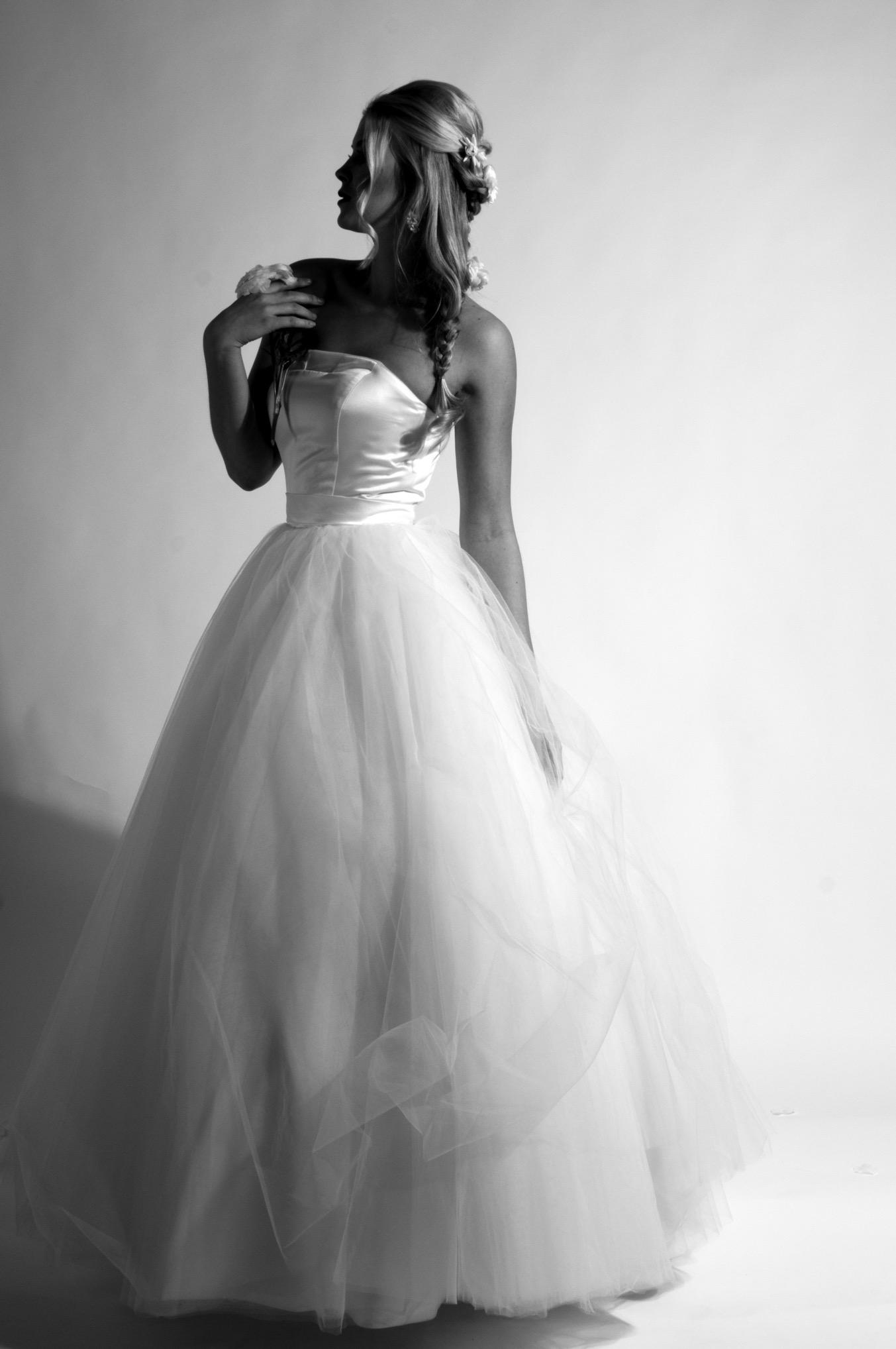 Brautkleider Shooting -mit Tüll und duchesse und Blüte
