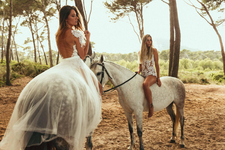 DIe Mix und Match Kollektion inszeniert als Brautkleid Kombination in verschiedenen Destinations für weddings