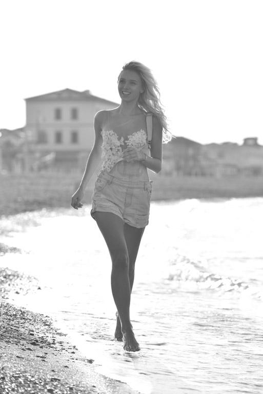 Scarlett Gartmann trägt Hotness LZ in Bella Italia