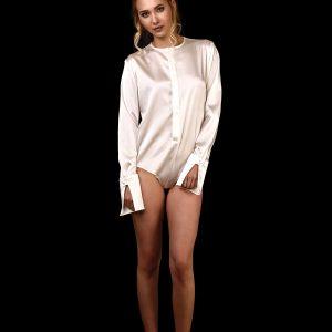 Vorderansicht Body-Bluse aus Seide mit tiefem Ausschnitt ohne Kragen und langen Ärmeln in ivory