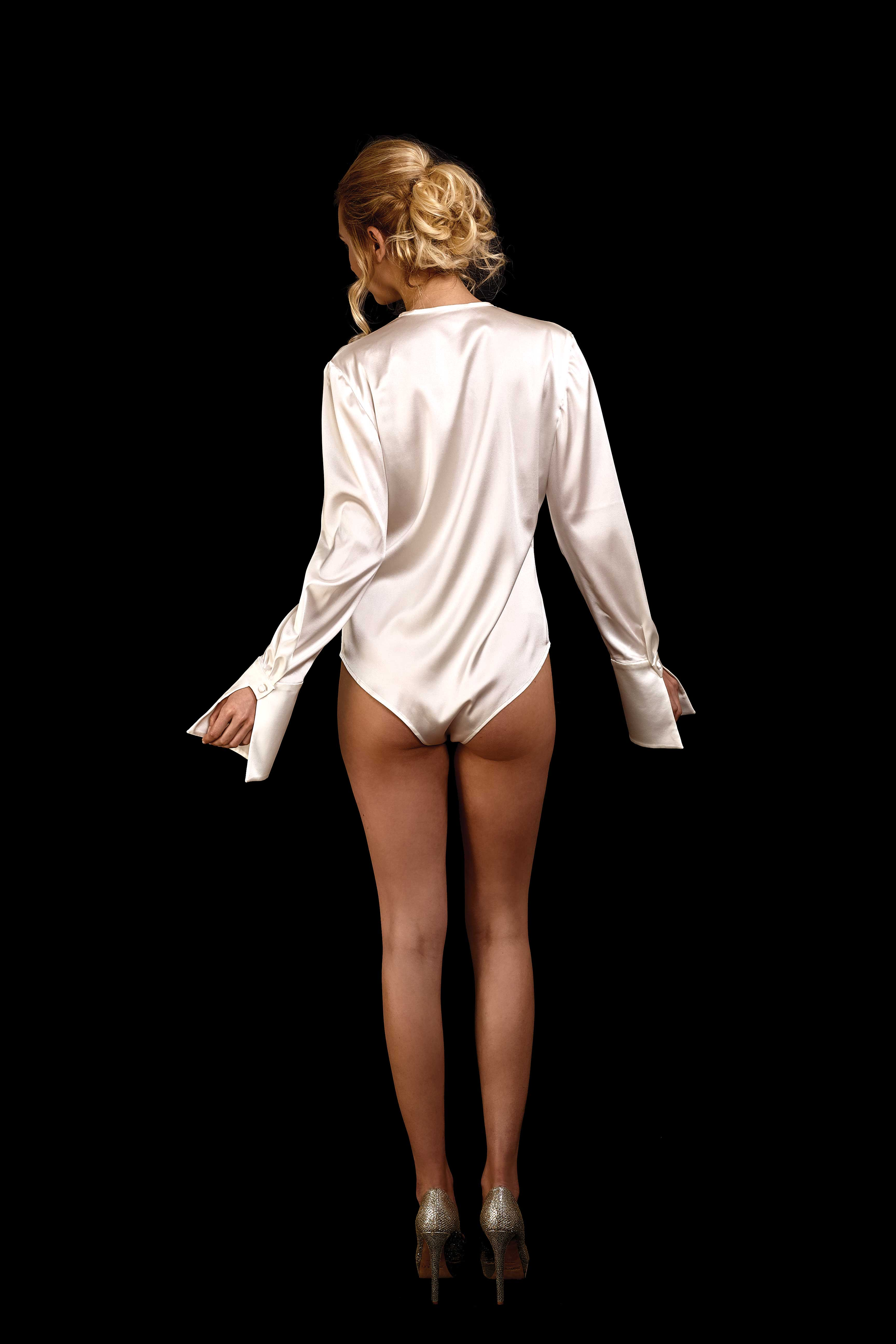 Rückenansicht Body-Bluse aus Seide mit tiefem Ausschnitt ohne Kragen und langen Ärmeln in ivory