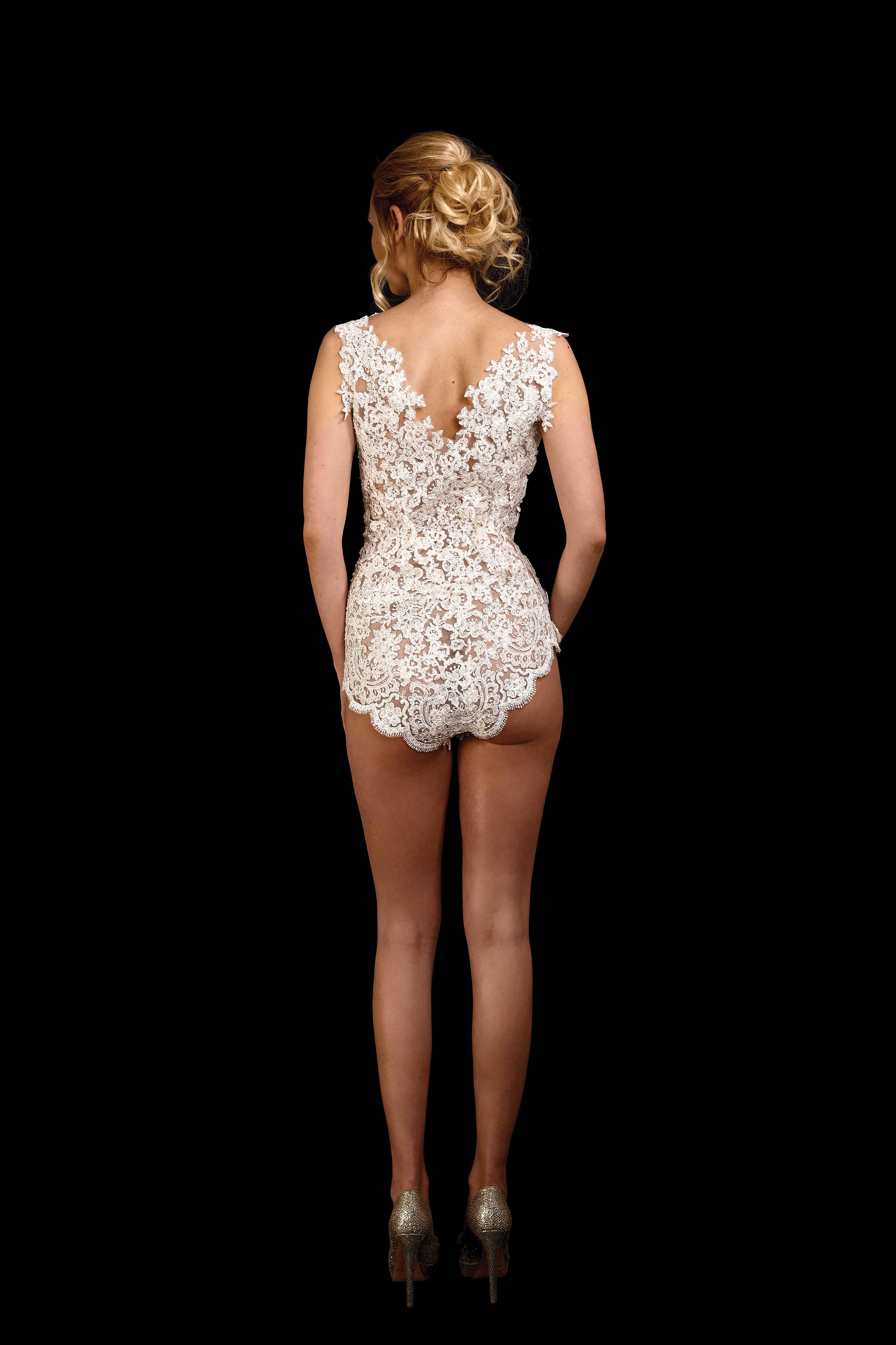 Rückenansicht Body Lovely 2.0 aus Spitze mit Perlen und Pailletten bestickt