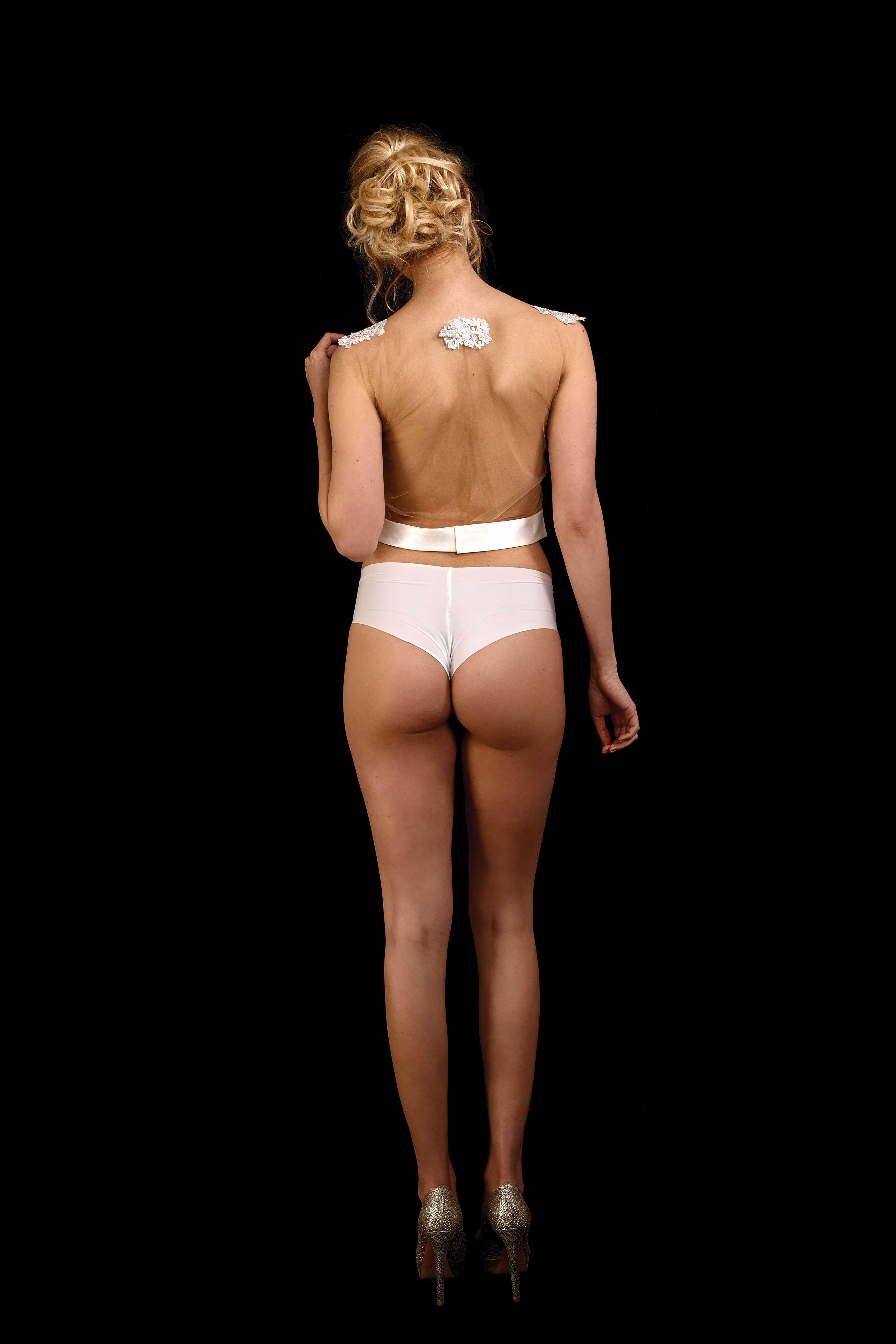 Rückenansicht transparentes Top Jacky 2.0 in ivory aus hautfarbenem Tüll mit Spitze an der Brust und Duchesse Bund