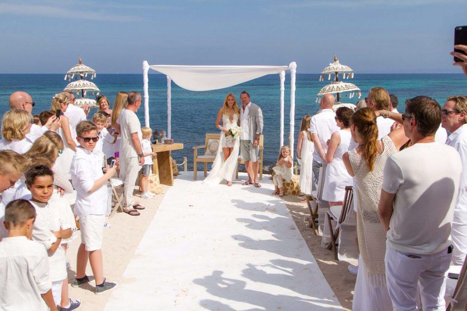 a19d5adb905 Traumhochzeit auf Ibiza – Das perfekte Couture Brautkleid